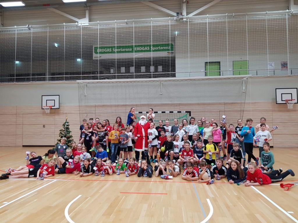 Große Vereins-Kinderweihnachtsfeier sorgt für Geschenke und leuchtende Augen